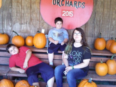 Wellwood Orchard in Vermont Apple Picking & Applesauce #Recipe #VT #Travel