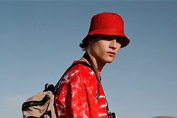 Bucket Hat with T-shirt